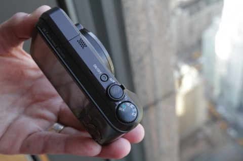 Sony Cyber-shot H90 is compact and easy to use