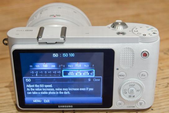 Samsung NX1000 display detail