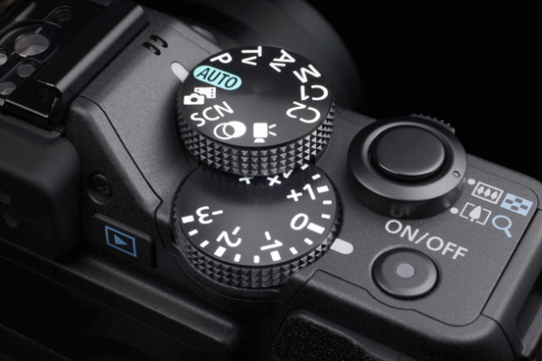The controls of Canon G15