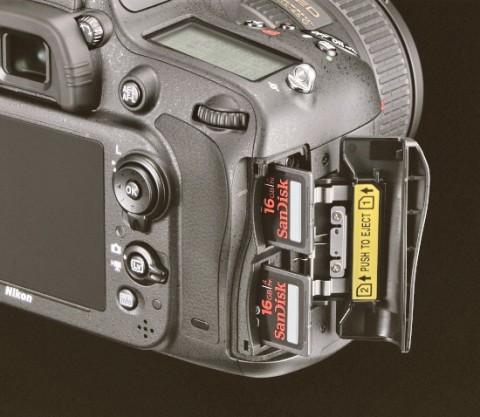 Nikon D600 dual SD card slots