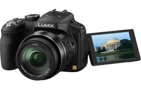 Panasonic FZ200 with free-angle LCD