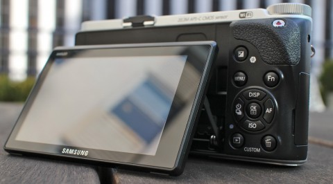 The AMOLED display of Samsung NX300